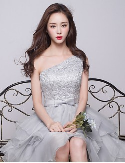 Short Knee Length Lace Bridesmaid Dress Ball Gown Sexy One Shoulder With Bow Lace