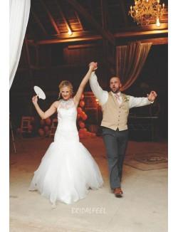 Elegant Beaded Halter Neck Sleeveless Lace Trumpet Wedding Dress
