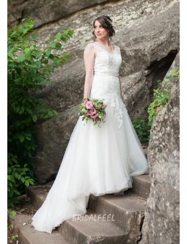 Destination Floor Length V Neck Sleeveless Summer Lace Wedding Dress