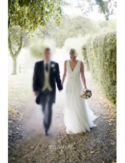 Classic A Line Floor Length V Neck Sleeveless Tulle Spring Wedding Dress
