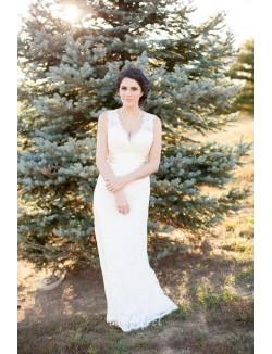 Sleeveless Scalloped V Neck Open Back Lace Fall Wedding Dress